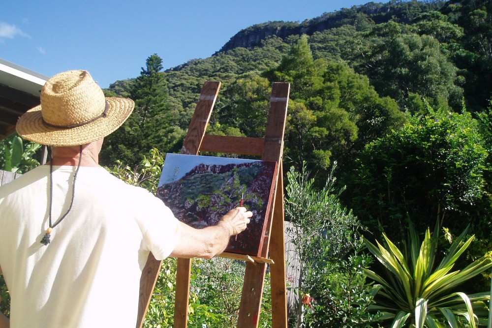 student painting illawarra escarpment on site, outside painting studio in Coledale